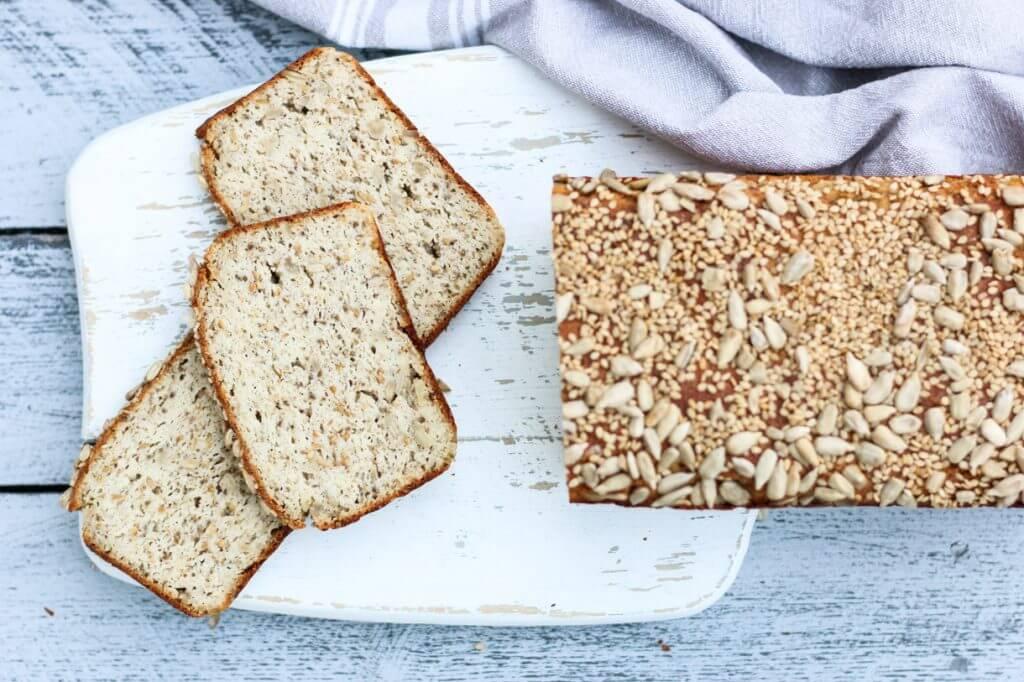 Quarkbrot ohne Mehl mit Chiasamen und Mandeln