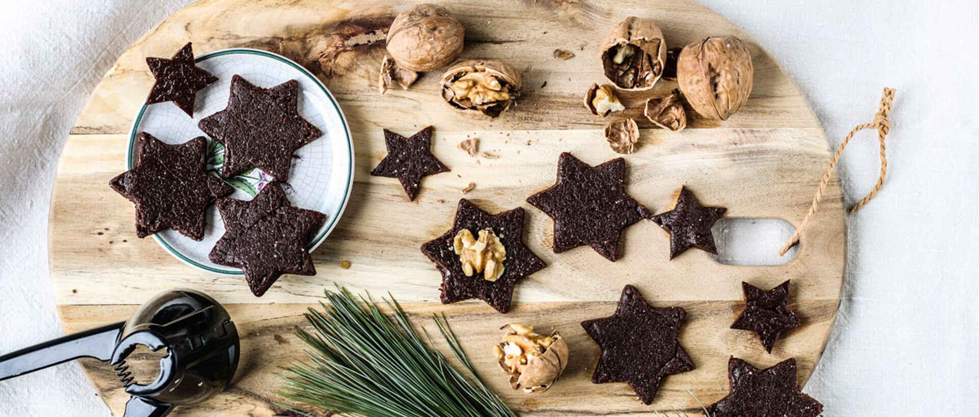 Schokoladensterne aus Nüssen und Datteln