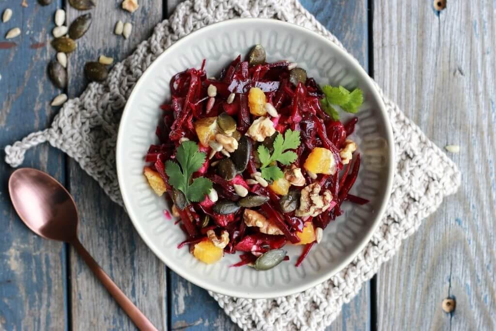 Detox Salat mit Rotkohl, Roter Bete und Orangen entgiftet und stärkt das Immunsystem