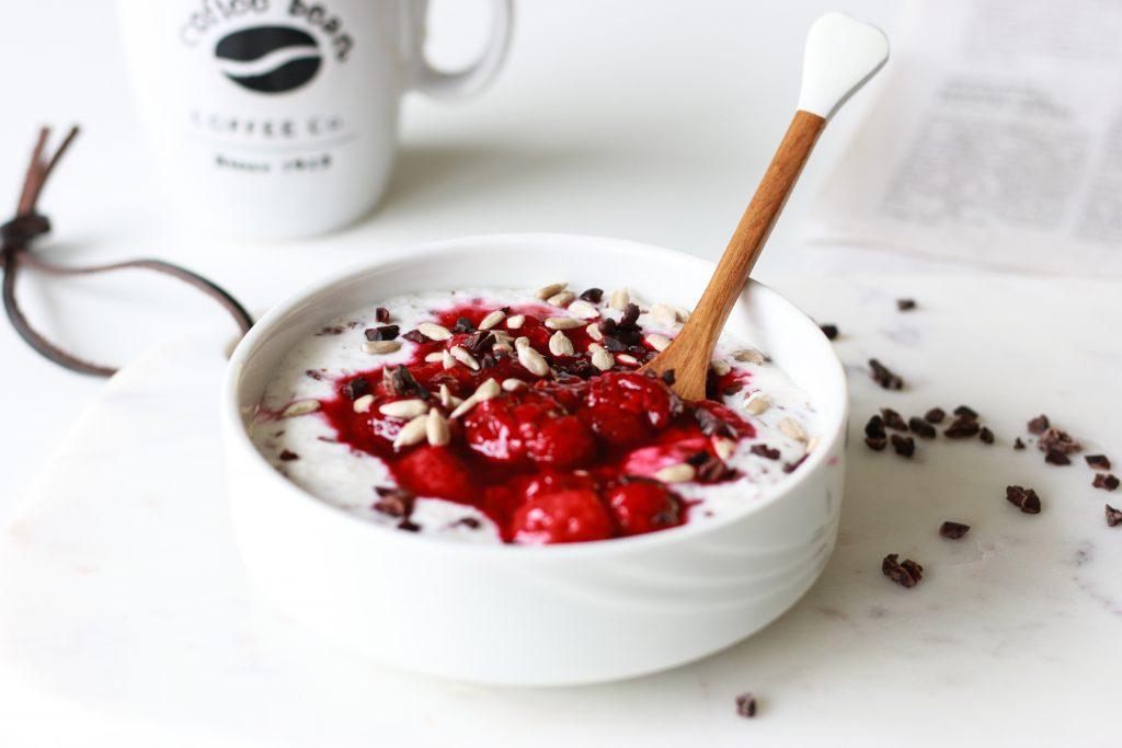 Happy Gut Porridge mit warmen Himbeeren