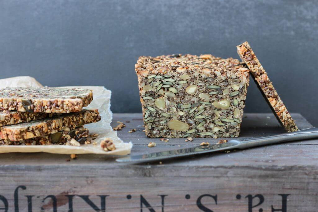 Knuspriger Brotgenuss ohne Mehl: Paleo-Saaten-Nuss-Brot