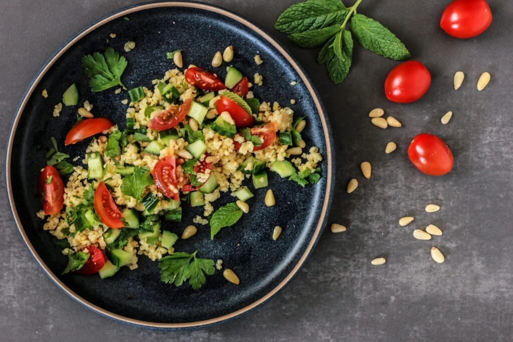 Hirsesalat mit Tomaten, Gurke und Minze