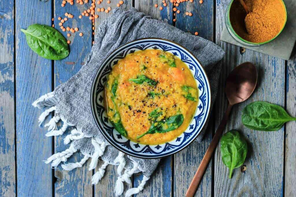 Lieblingssuppe - Einfache Rote Linsen Süßkartoffel Suppe mit Babyspinat