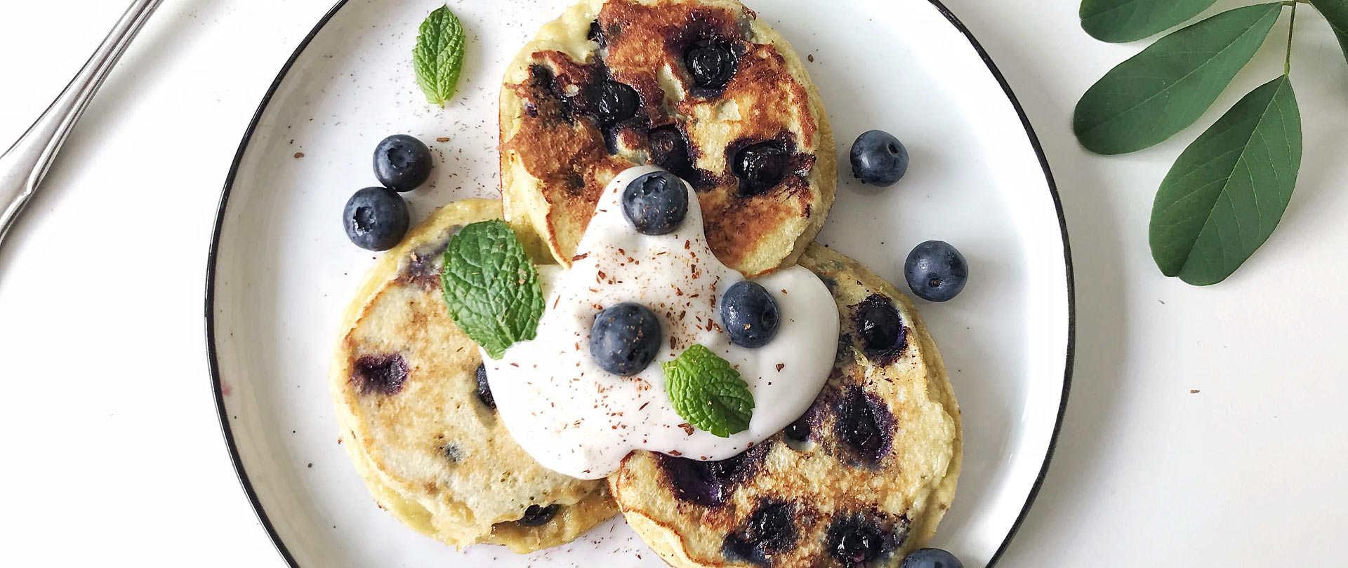 Low Carb Blaubeer Pancakes mit Kokosmehl