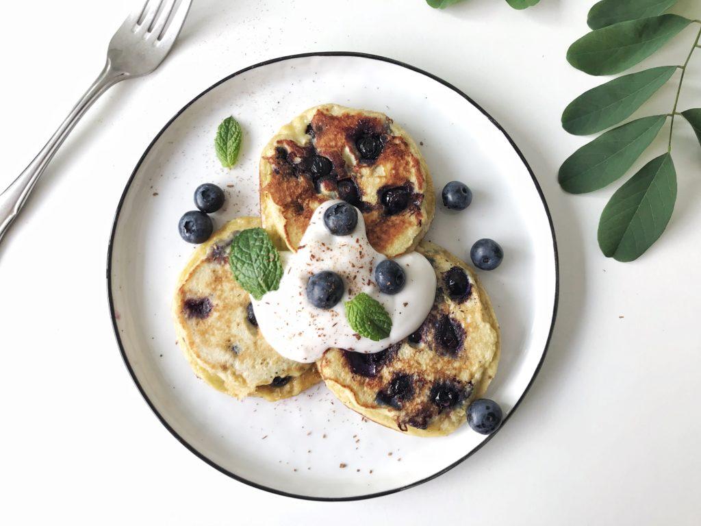 Einfaches Rezept für Einfache Blaubeer Pancakes mit Kokosmehl