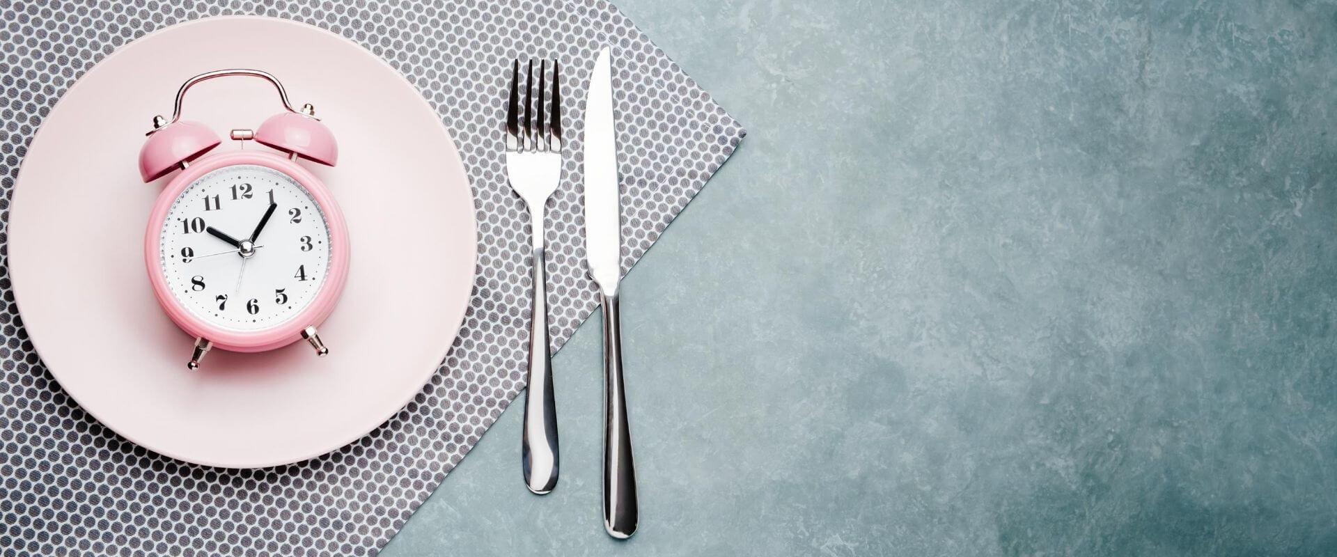 Intermittierendes Fasten für Frauen. Ist es wirklich gesund?
